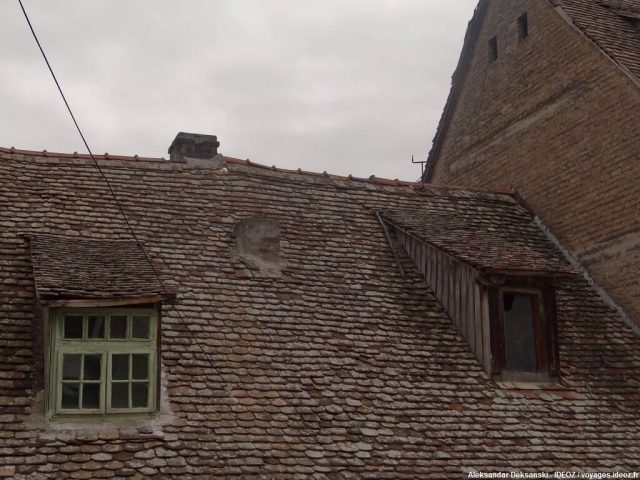 Ruma fenêtres et toit anciens
