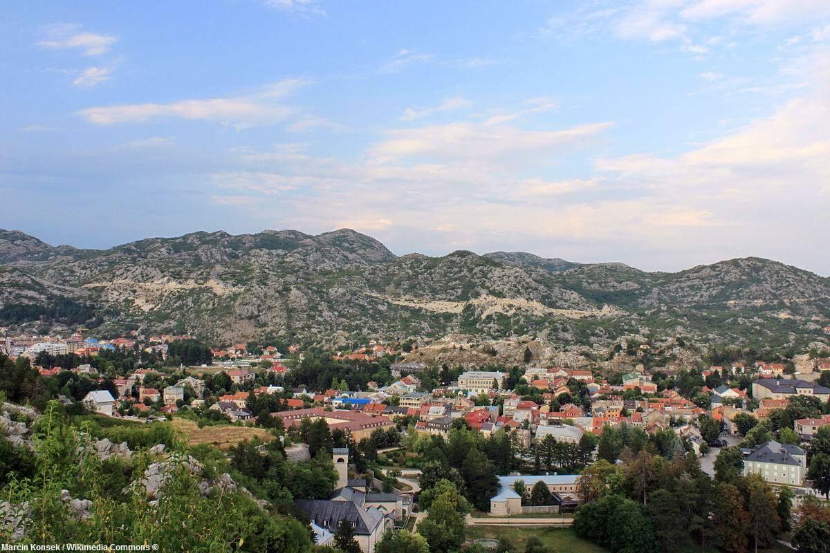 Vue aérienne de Cetinje au Montenegro