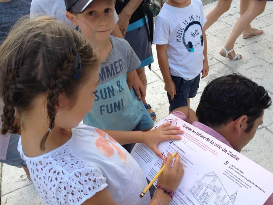 chasse au trésor dans Split avec une guide en français