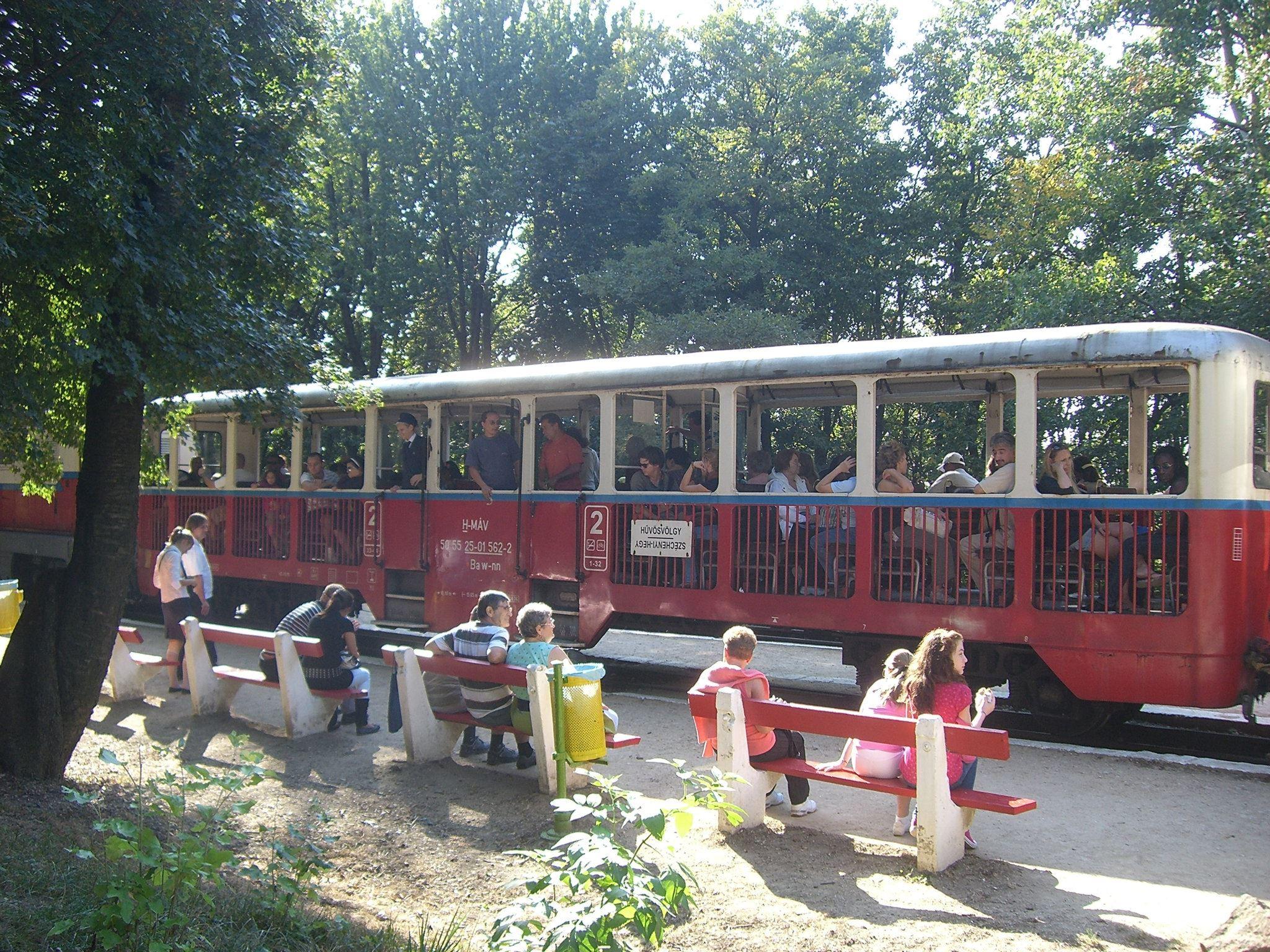 wagon du train des enfants à Budapest ; pas seulement réservé aux enfants