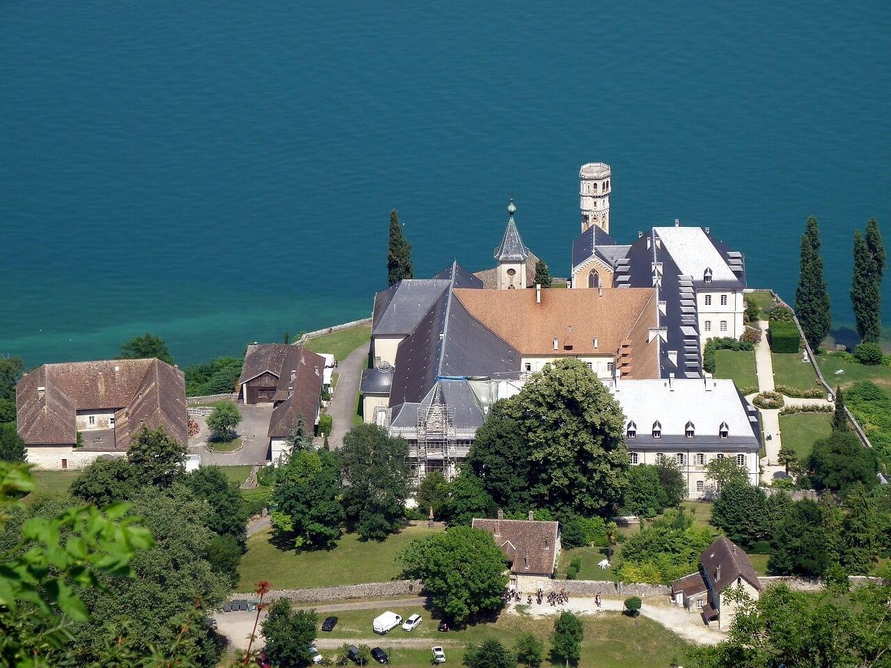 Abbaye Hautecombe sur le Lac du Bourget