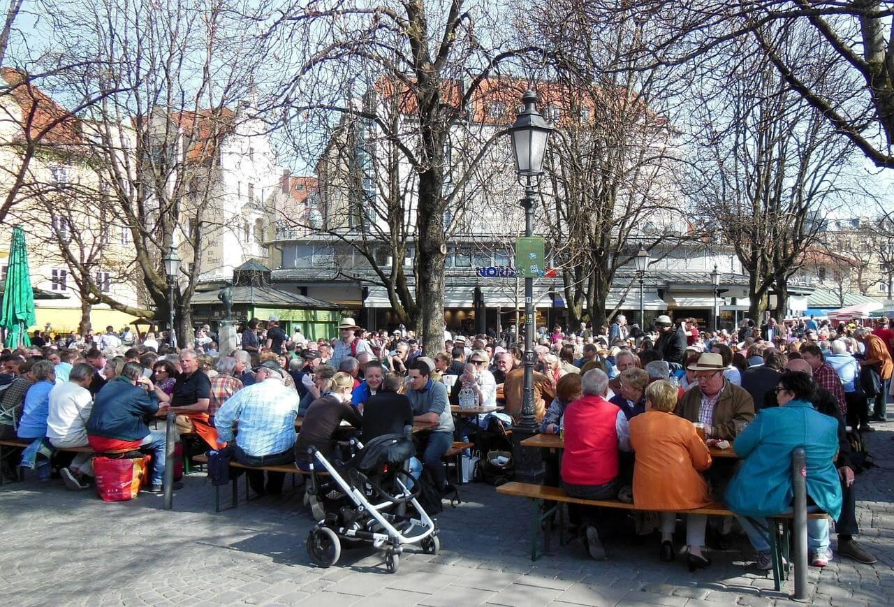 Biergarten au printemps à Munich