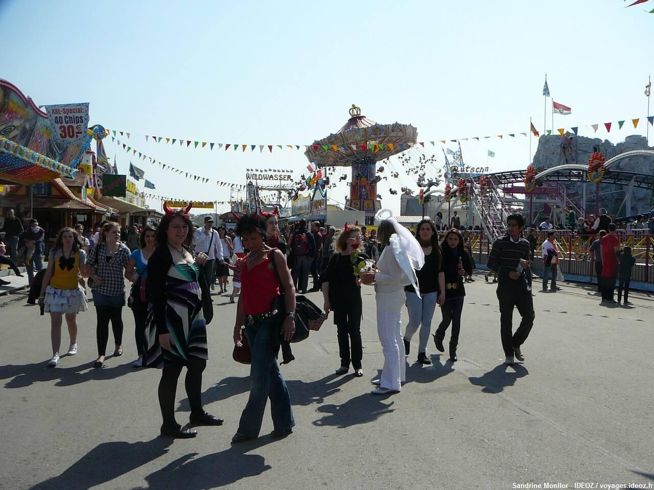 Déguisements lors de la fête foraine de Munich lors de la Fruhlingsfest