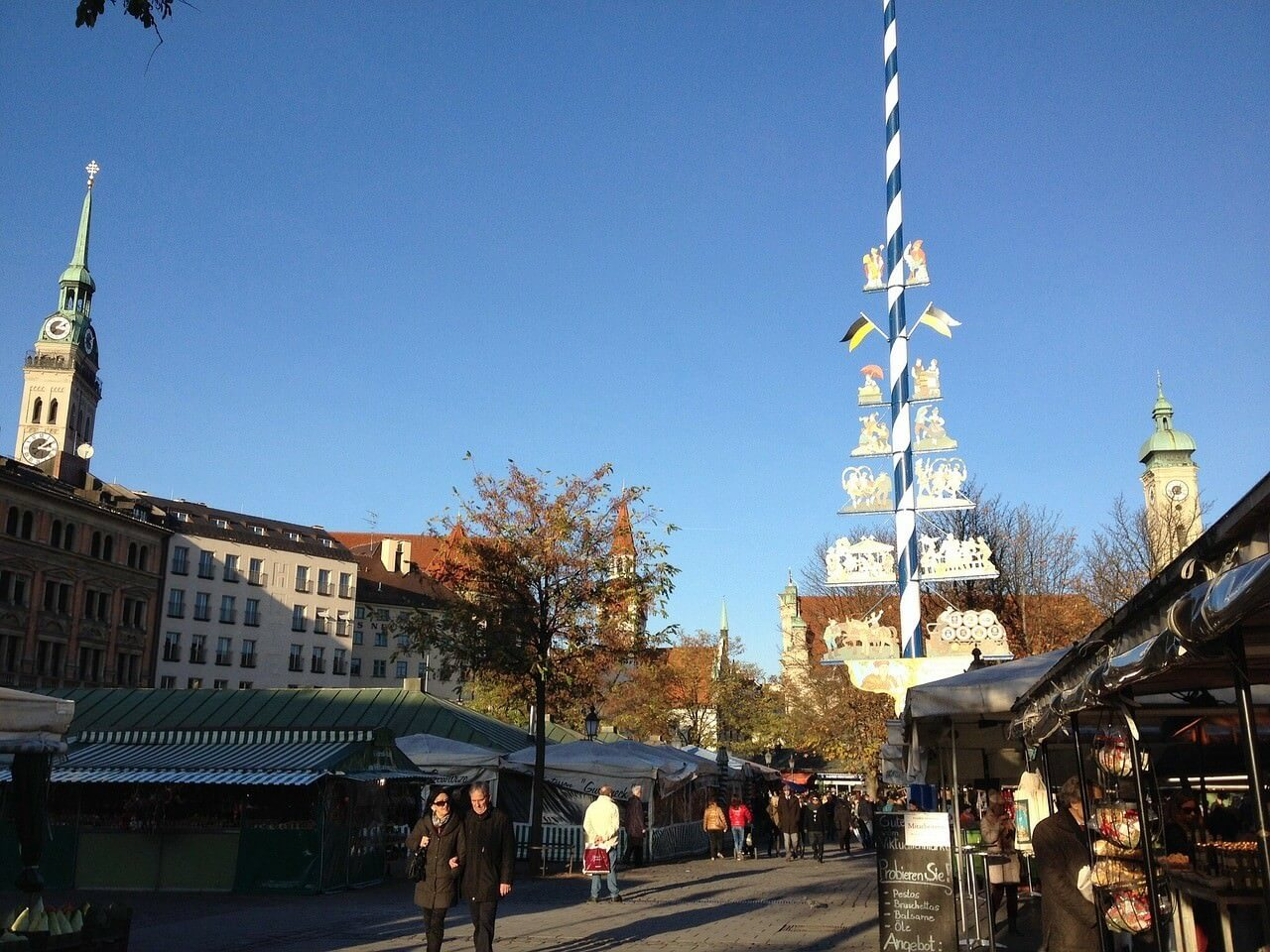 Munich marché de Viktualienmarkt et arbre de Mai