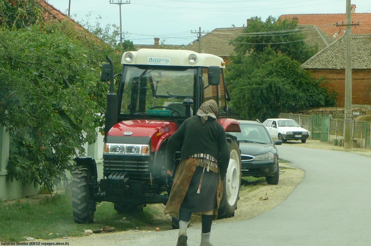 Tracteur moderne en Serbie centrale