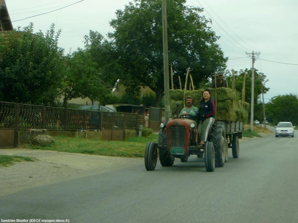 Tracteur sur les routes de Serbie centrale
