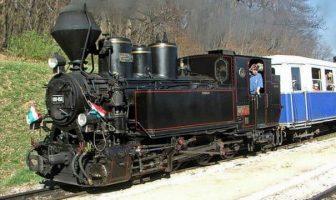 locomotive à vapeur du train des enfants à Budapest au printemps