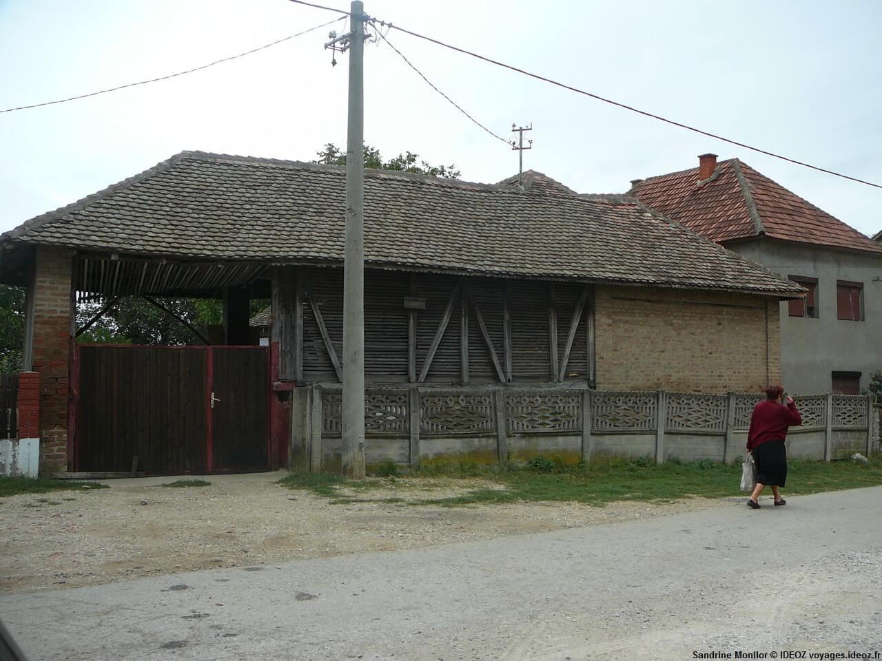 sur une route dans la région de Begaljica