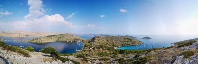 Criques dans les îles Kornati en Dalmatie du nord