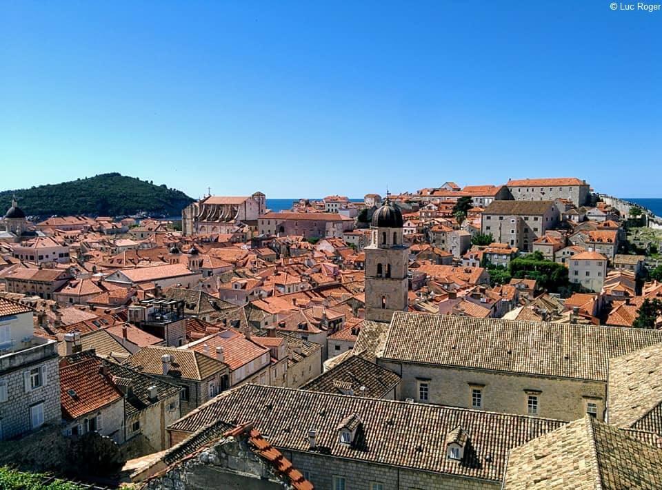 Dubrovnik vue de la vieille ville depuis les remparts