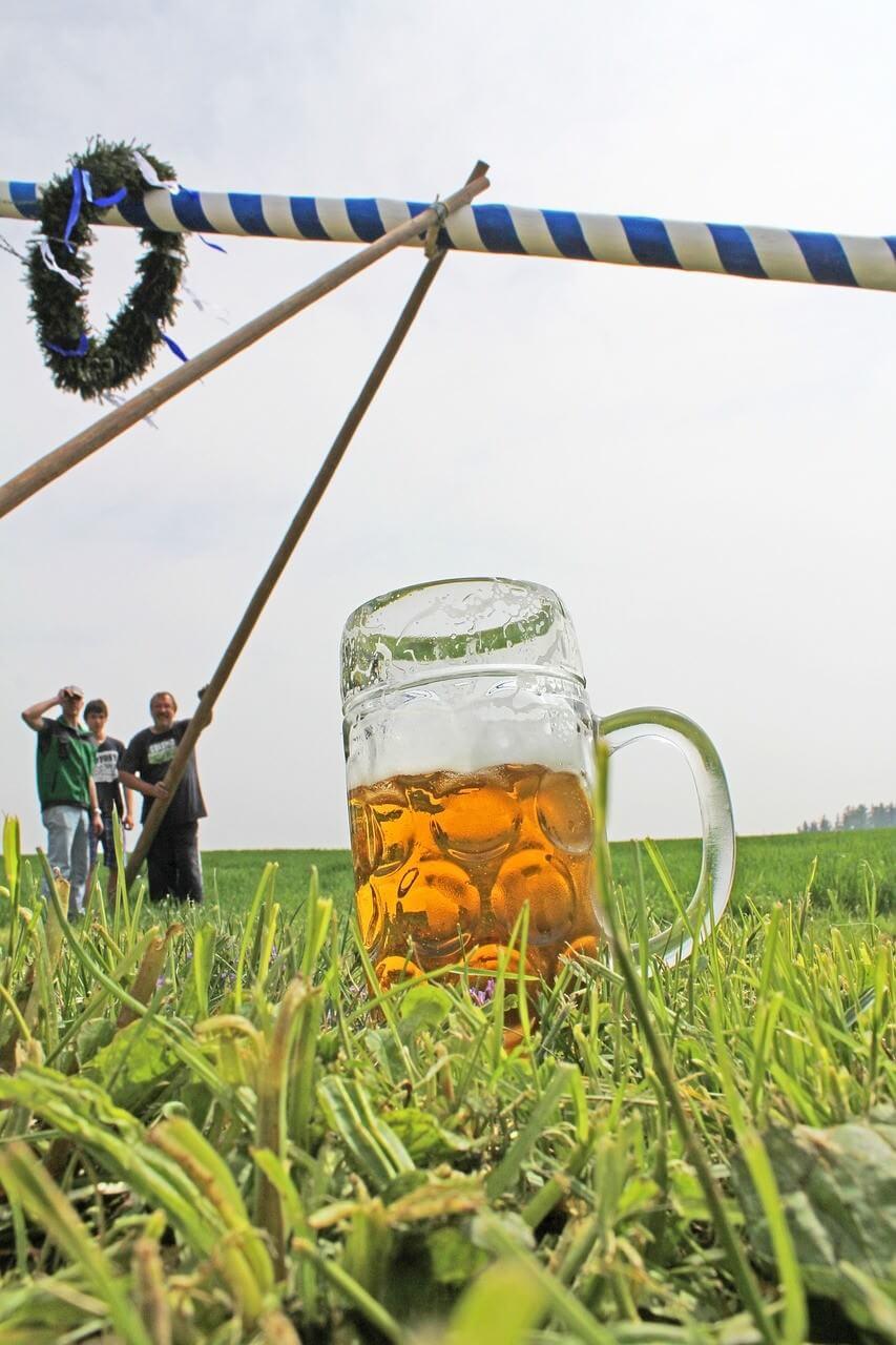 Erection du Maibaum et hommage à la bière bavaroise