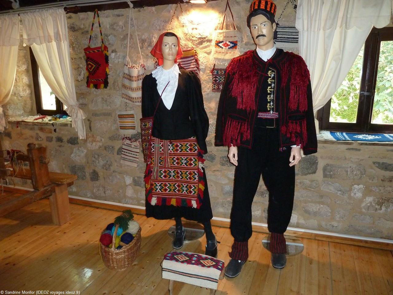 Ethnomusée de Krka Costumes traditionnels traditionnels dalmates