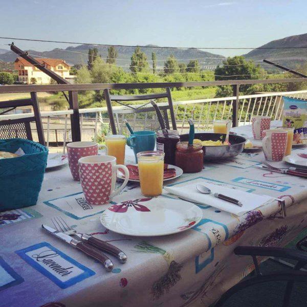 Petit déjeuner à la villa Jozetine à Stasevica