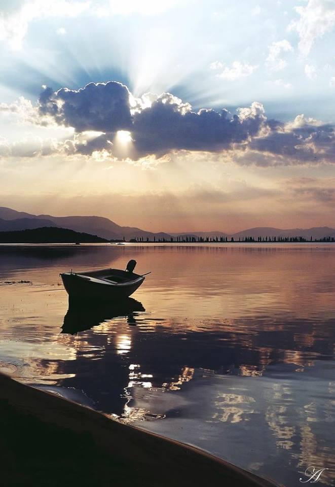 barque sur la rivière Neretva
