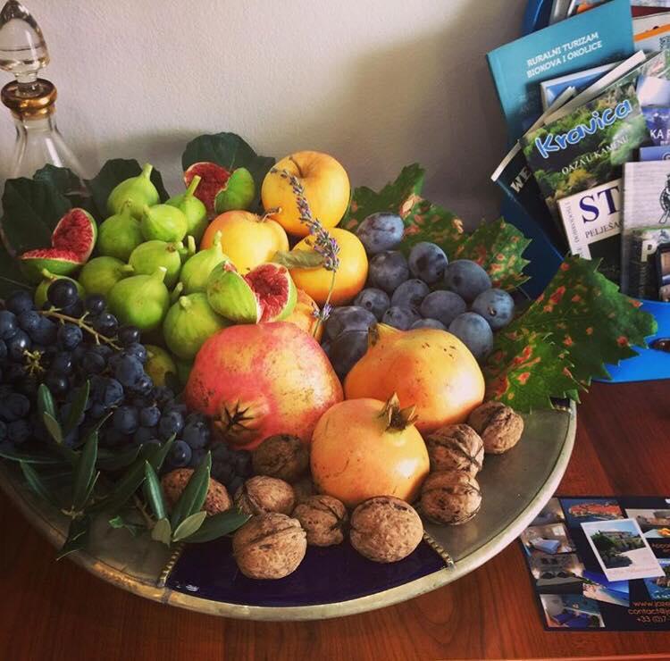 fruits frais à Stasevica chez Mélanie une bretonne en Croatie