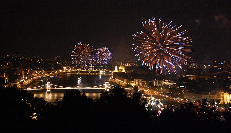 Budapest feu d'artifice de la fête nationale hongroise