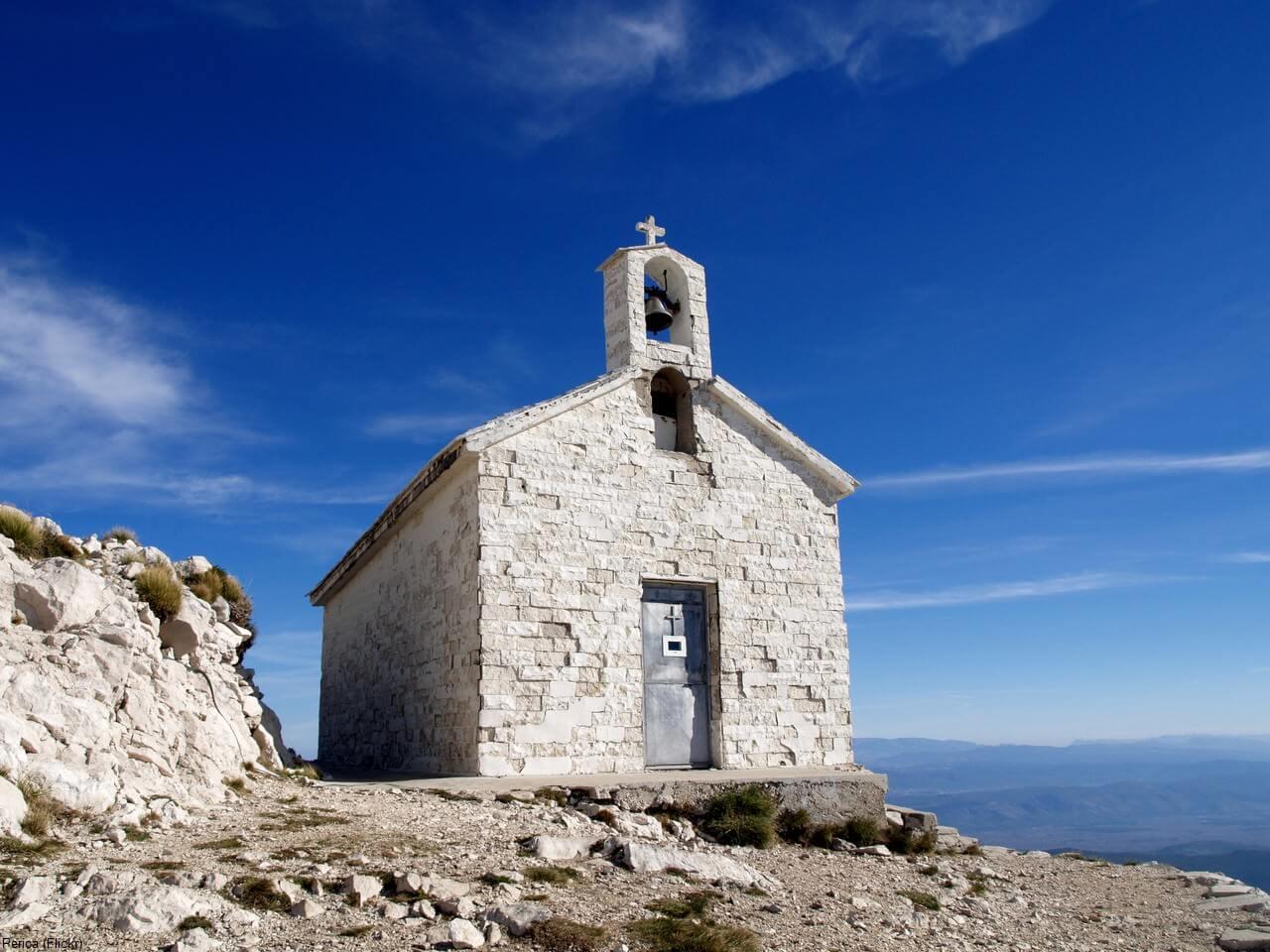 Chapelle saint Georges Sveti Jure dans le parc naturel Biokovo en Dalmatie centrale
