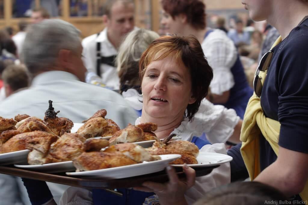 Demi poulet le plat préféré lors de la fête de la bière de Munich