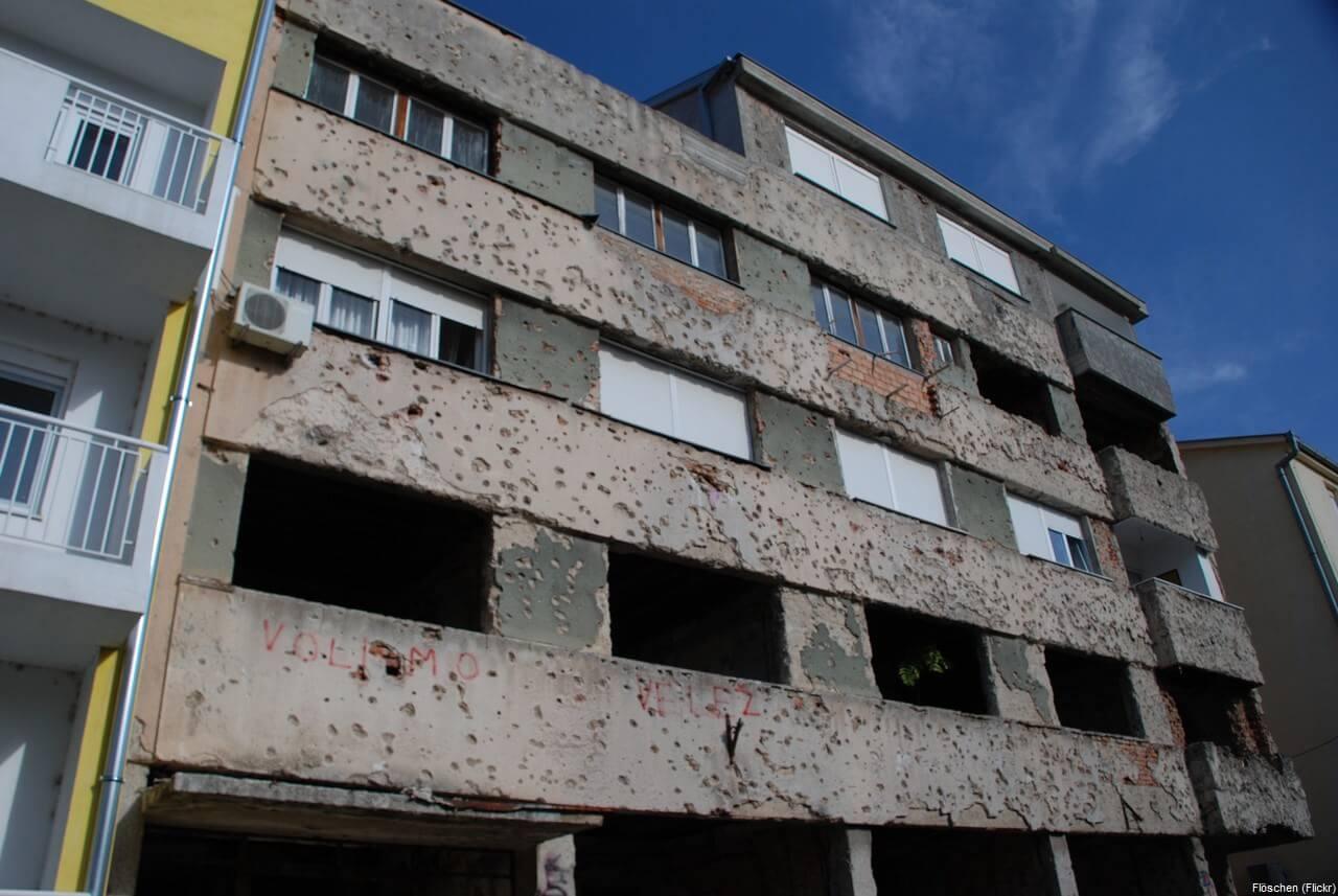 Immeuble criblé de balles à Mostar