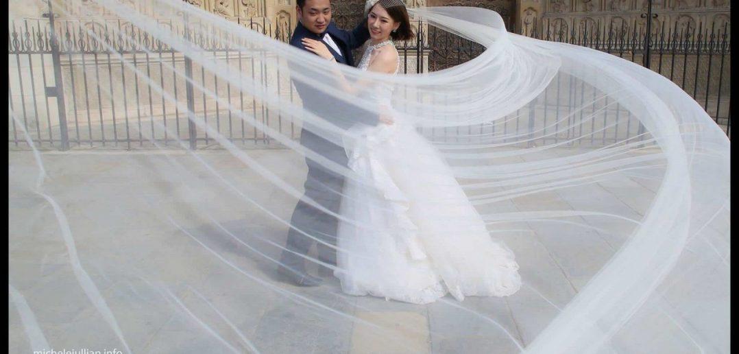 Jeunes mariés chinois devant Notre dame de Paris