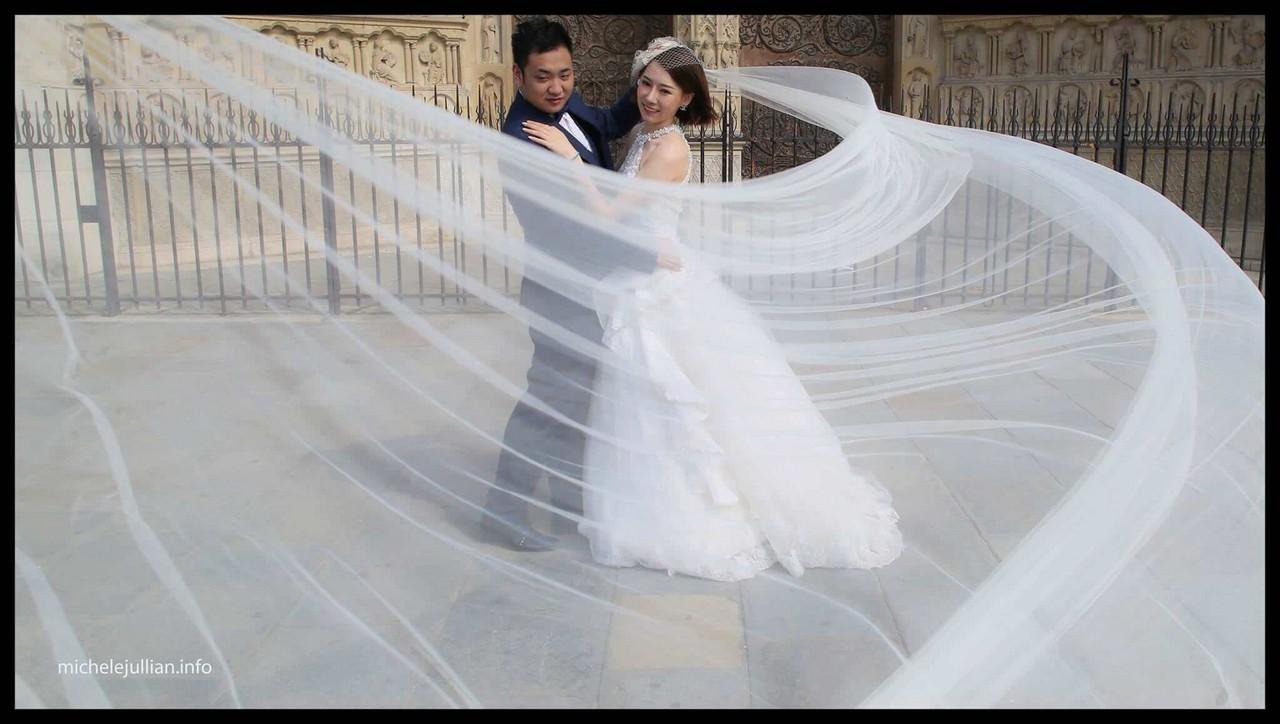 Jeter le voile sur Paris ; instants de magie d'un couple de mariés chinois