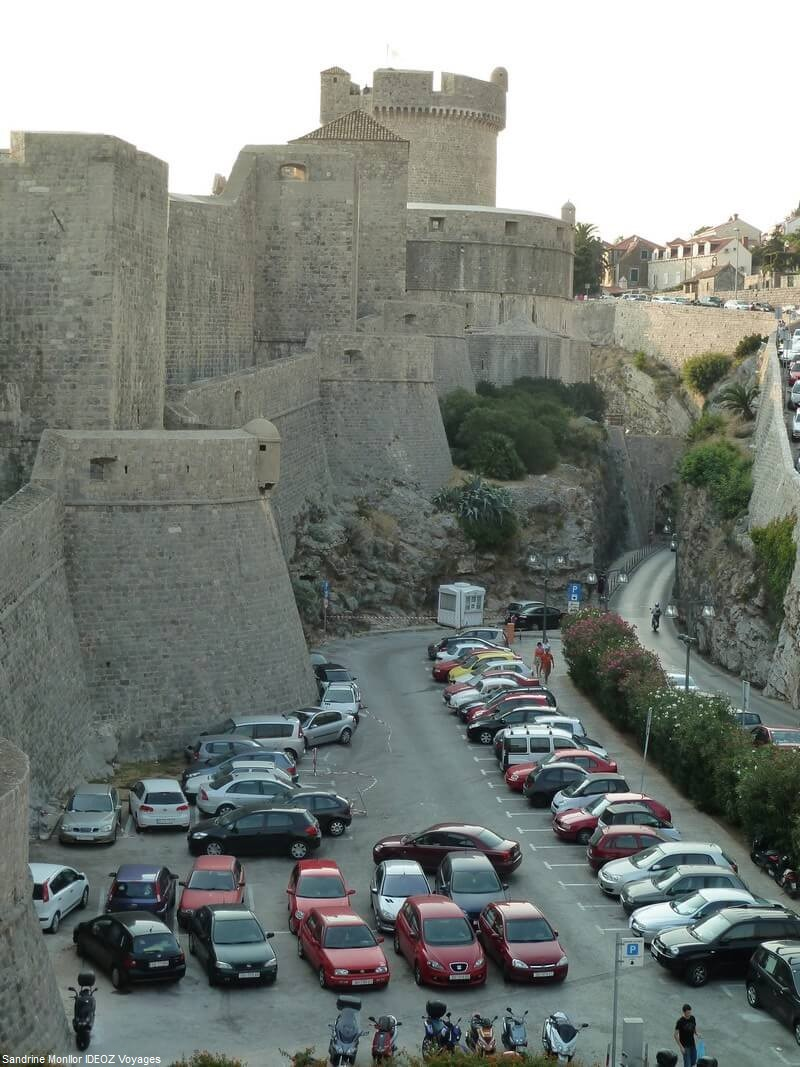Zone 0 parking à Dubrovnik au plus près des fortifications