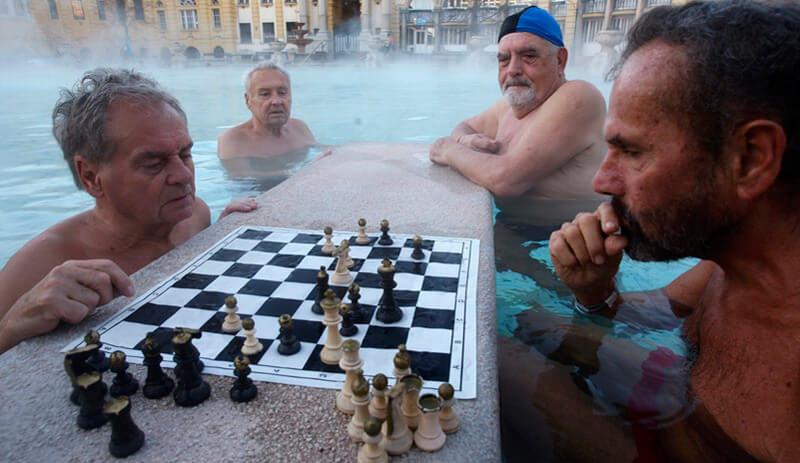 jeu d'échecs dans les Bains de Budapest