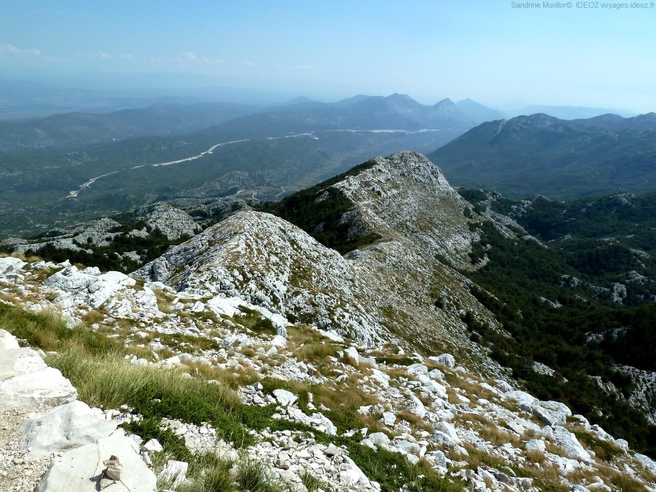 vue sur les alpes dinariques depuis Sveti Jure