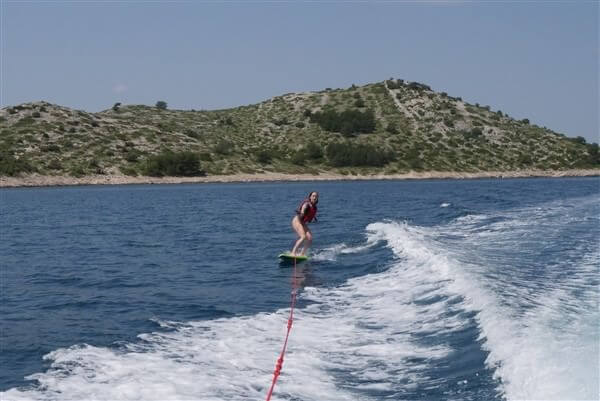 wakeskate en dalmatie zadar boat adventures Croatie