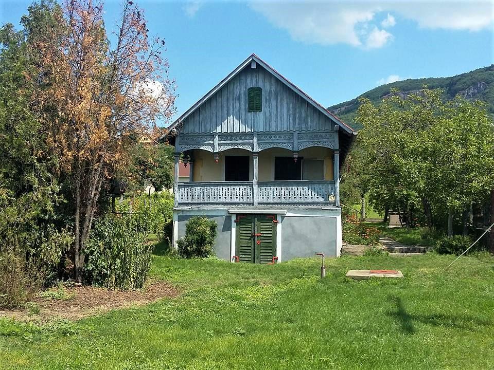 maison en bois dans la région des vins de Balaton