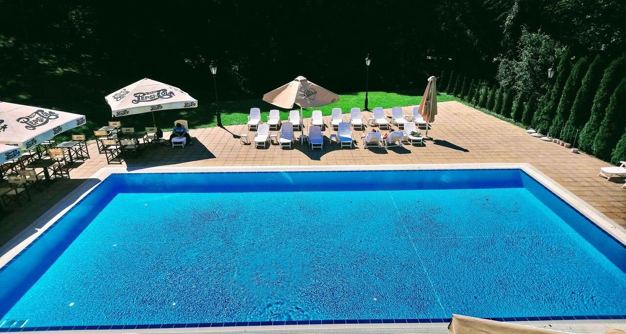 hôtel château La Contessa piscine extérieure