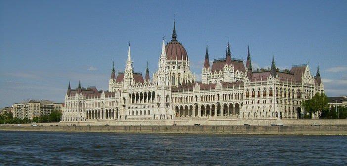 Visiter le Parlement de Budapest en pratique ; prix, horaires, réservations et conseils