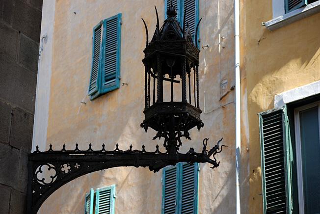 pise ancienne lanterne