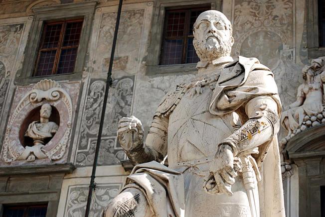 pise piazza dei cavalieri premier Médicis statue de Francavilla 1596