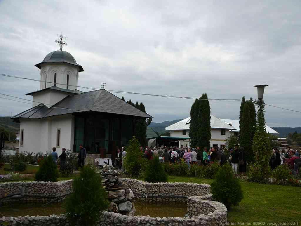 Eglise d'Ostrov lors de la journée du monastère le 8 septembre