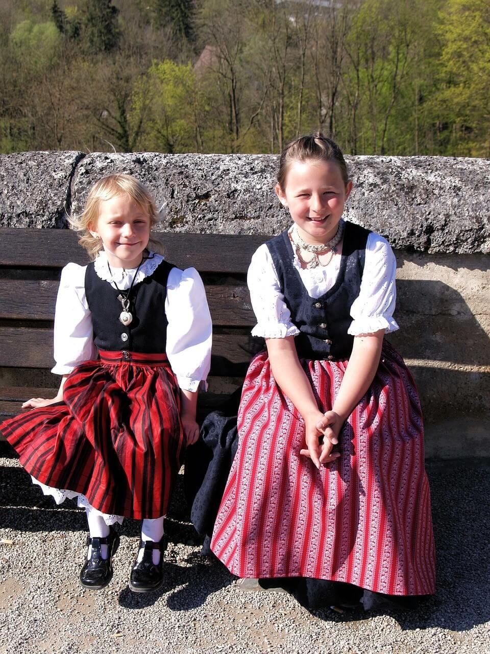 Petites bavaroises en dirndln