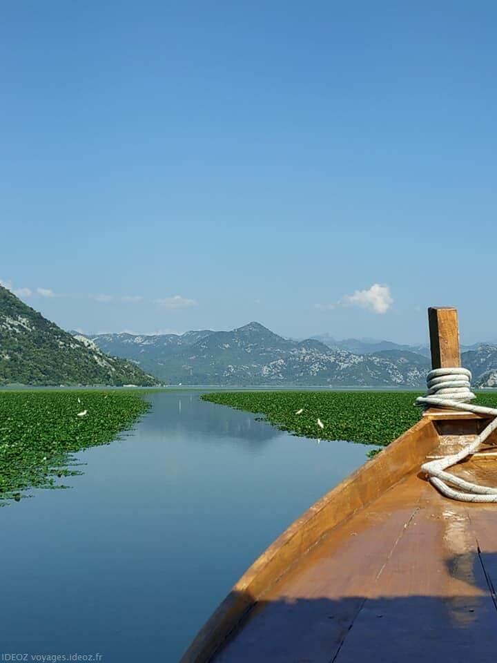 Sur le lac Skadar en barque