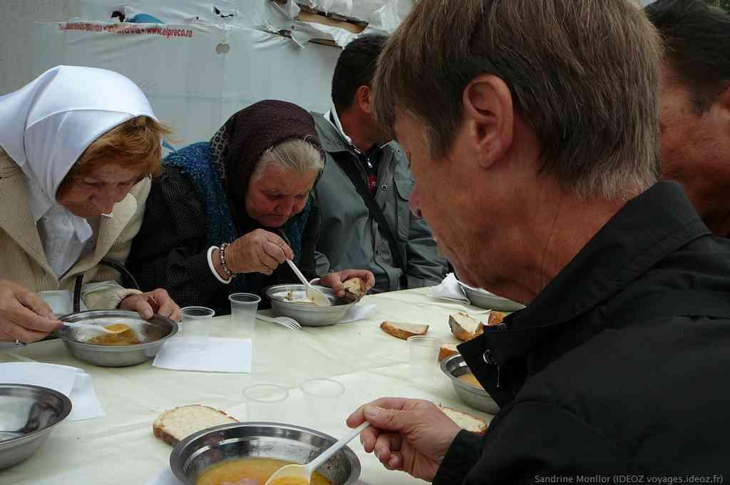 dégustation de la soupe de poissons de l'olt ciorba de peste