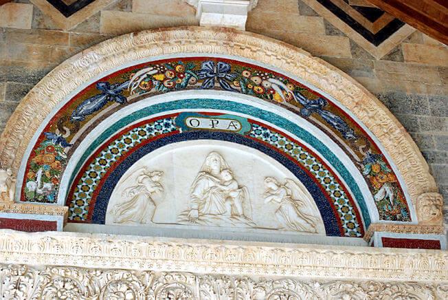 Pise détails de la cathédrale sur la piazza del duomo