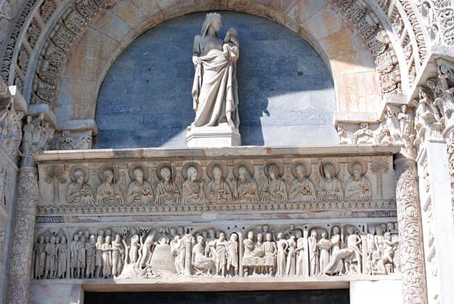 pise portail de la cathédrale piazza del duomo