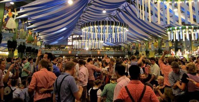 La Bière Et Munich ; D'oktoberfest Traditions Incontournables De Fête kXP8n0wO