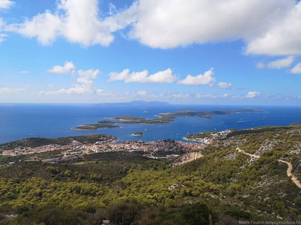 Panorama sur les iles dalmates et paysage de l'Adriatique