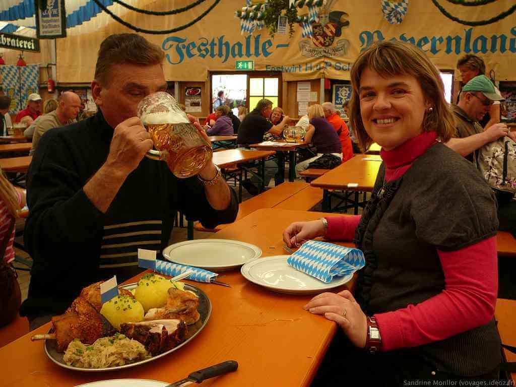 Plat familial de la fête de la bière Festhalle bayernland Augustiner