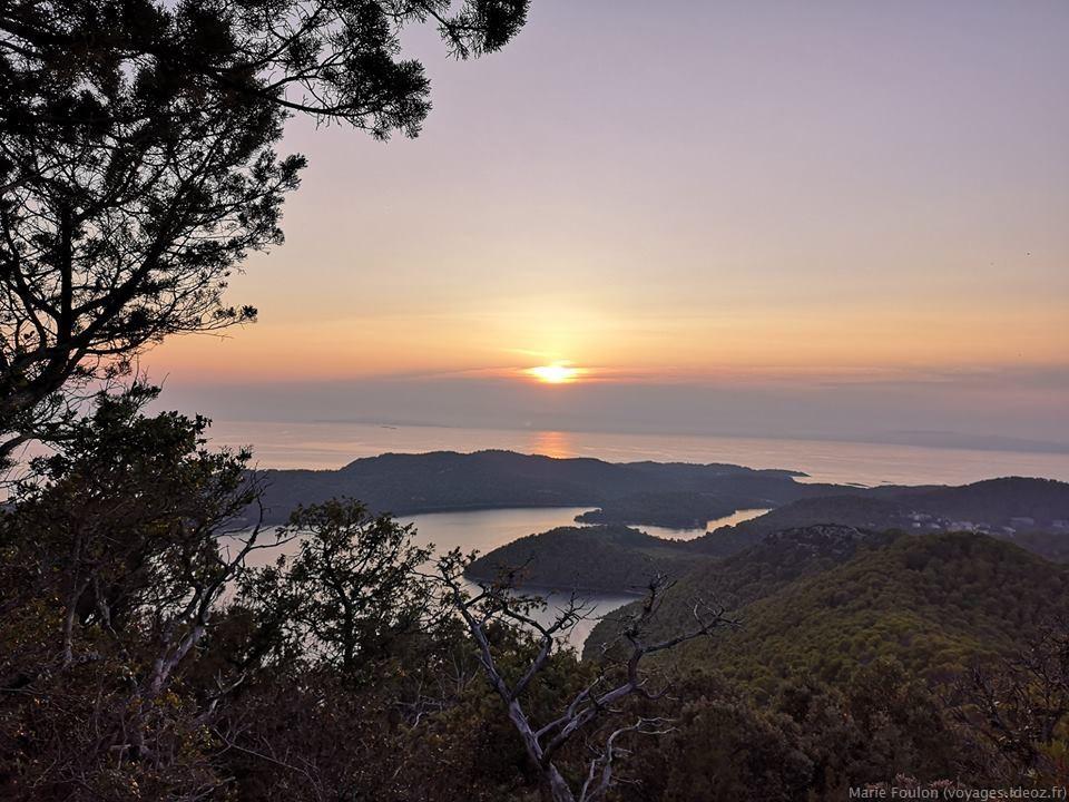 coucher de soleil sur l'adriatique sur l'île de Mljet