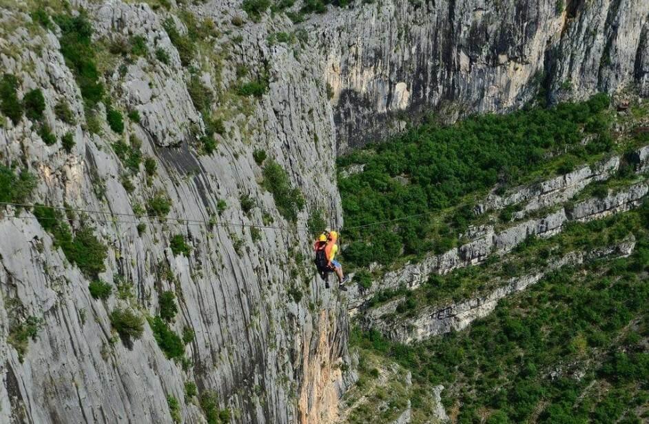 tyrolienne dans le canyon de Cikola