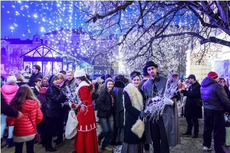 Ambiance festive sur le marché de noel à Zagreb