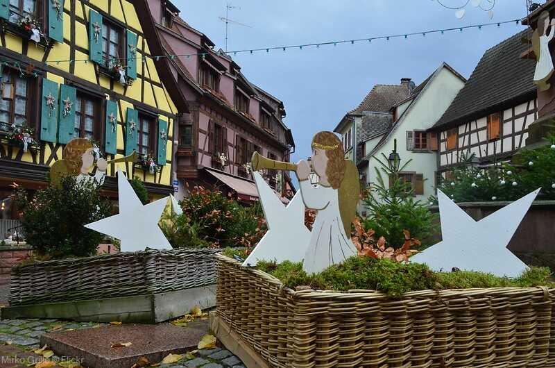 Décorations dans les rues de Ribeauvillé à noel en alsace