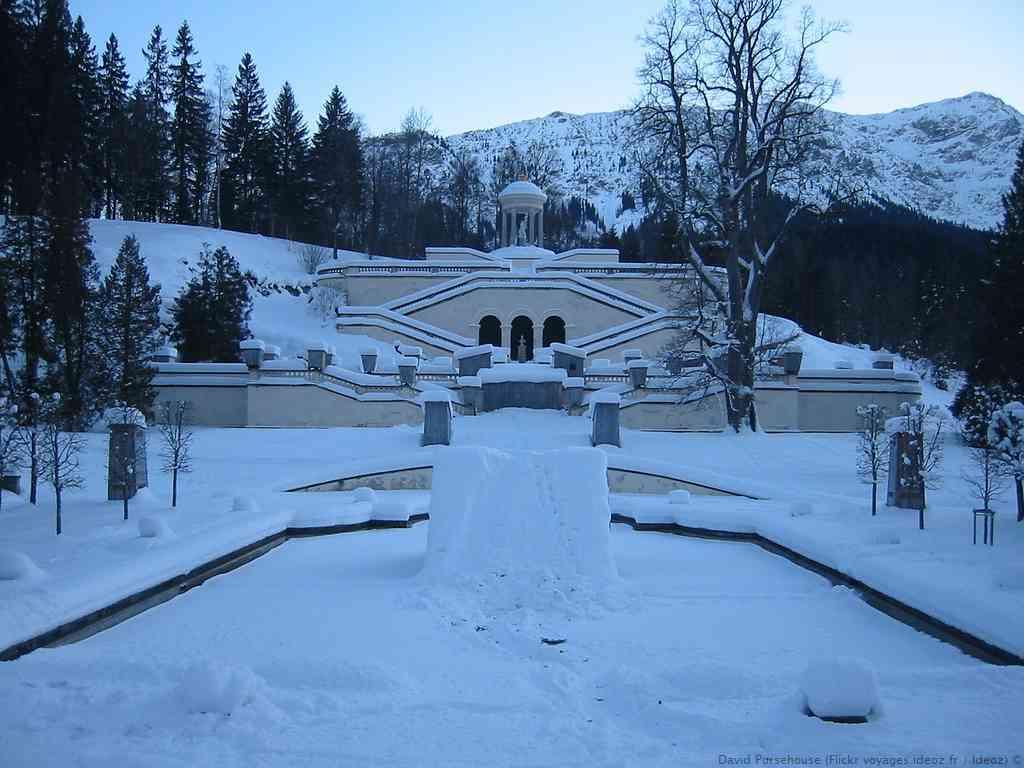 Jardins et belvédère de Linderhof en hiver