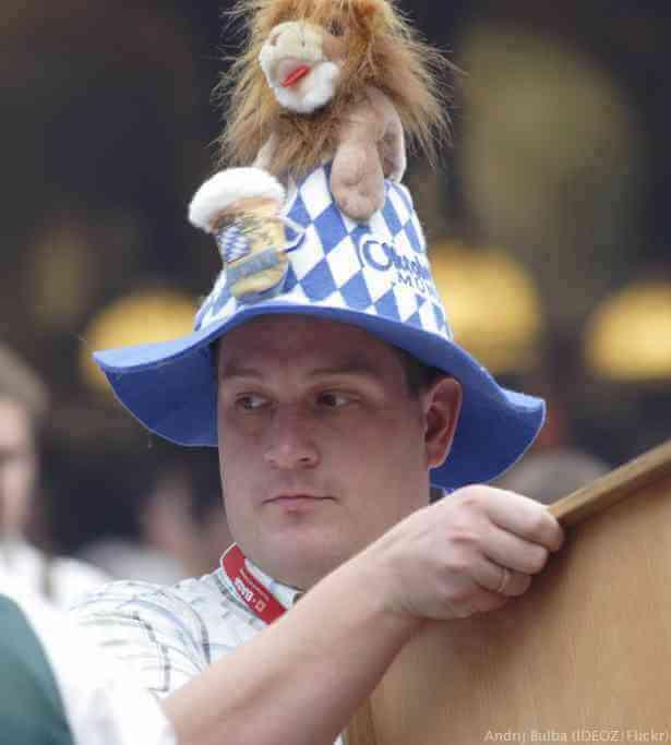 Oktoberfest à Munich chapeau de Lowenbrau
