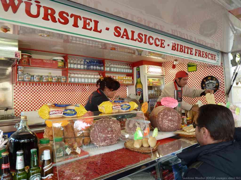 Porchetta et Soprassata spécialités italiennes vendues sur la sagra delle castagne di Marradi